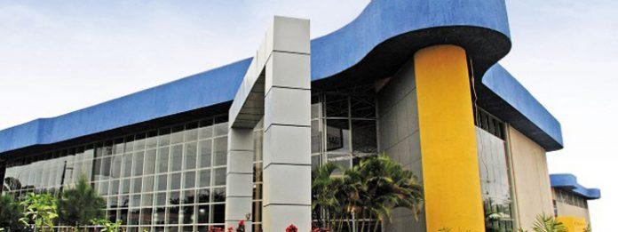 faculdade-nova-roma-fachada-frontal-696x261